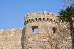 Alte Verstärkung und Turm, Baku Azerbaijan Stockfotografie