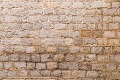 Alte verwitterte Backsteinmauer Stockbilder