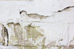 Alte verwitterte Betonmauerbeschaffenheit mit der Anzahl der Kratzer Stockfoto