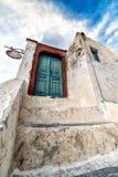 Alte verwitterte blaue Tür in Oia, Santorini, die Kykladen, Griechenland Lizenzfreies Stockbild