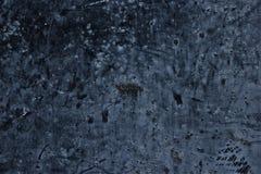 Alte verwitterte dunkle Metalloberfläche als Schmutzhintergrund Stockfotos