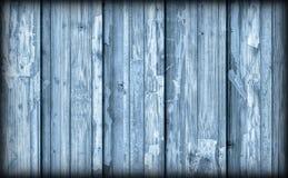 Alte verwitterte gebrochene flockige blaue hölzerne lamellierte Block-Brett Platte Vignetted-Schmutz-Beschaffenheit Stockfotos