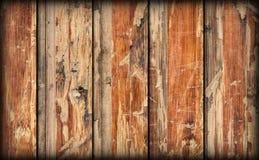 Alte verwitterte gebrochene flockige hölzerne lamellierte Block-Brett Platte Vignetted-Schmutz-Beschaffenheit Stockfotos