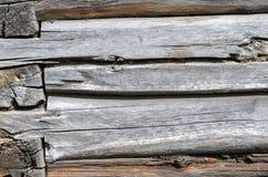 Alte verwitterte natürliches Blockhaus gealterte Wand-Fassaden-Fragment-Beschaffenheit Stockbild