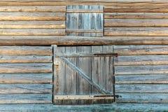 Alte verwitterte Scheunentüren Stockbilder