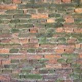 Alte verwitterte und gebrochene Backsteinmauer Stockfotografie