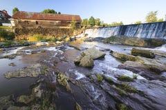 Alte verwitterte Wassermühle, Moskau, Vt, USA Lizenzfreies Stockbild