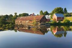 Alte verwitterte Wassermühle, Moskau, Vt, USA Lizenzfreies Stockfoto