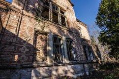alte Villa mit Ziegelsteinen Stockfotos