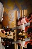 Alte Violine und andere Retro- Felder Lizenzfreies Stockbild