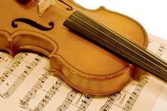 Alte Violine und musikalische Anmerkungen Lizenzfreies Stockbild