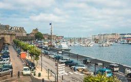 Alte Wände und Hafen Saint Malo s Stockfotos