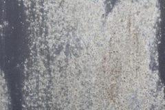 Alte Wand Beschaffenheitsmetalltür es wurde in dunkelgrauem gemalt helle Abnutzung Stockbild