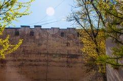 Alte Wand des Industriegebäudes Stockbild