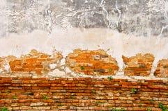 Alte Wand des roten Backsteins Stockfotos
