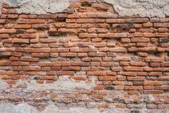 Alte Wand des roten Backsteins in der Wand des Altbaus Stockfotos