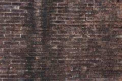 Alte Wand des Weinlese-roten Backsteins mit Weißzement-Hintergrund-Beschaffenheit Lizenzfreies Stockbild
