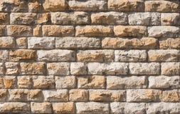 Alte Wand des Ziegelsteines Klassische Fassade Stockfotos