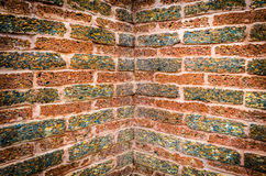 Alte Wand-Eckenbeschaffenheit des roten Backsteins Stockfoto