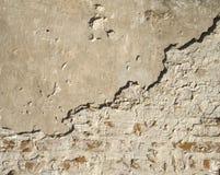 Alte Wand eines verfallenen Hauses Stockfotos