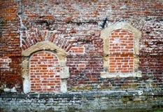Alte Wand mit bricked-in in Fenstern Stockfotografie
