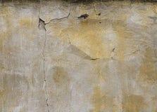 Alte Wand mit gebrochenem Stuck Alte Backsteinmauer Stockbild