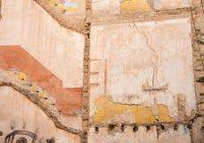 Alte Wand mit mehrfachen Beschaffenheiten Lizenzfreies Stockfoto