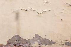Alte Wand mit mehrfachen Sprüngen Stockfoto