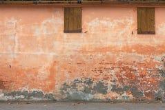 Alte Wand mit Schalenlack Stockbilder