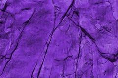 Alte Wand mit Sprüngen masern das tonen im ultravioletten Stockbilder
