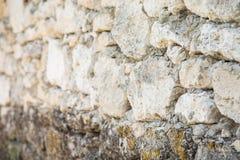 Alte Wand mit Steinen Stockfotografie