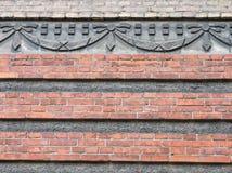 Alte Wand mit Verzierungen, Litauen Stockfoto