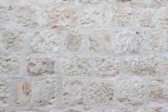 Alte Wand von beige Blöcken der Jerusalem-Steinbeschaffenheit Stockfotografie
