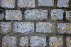 Alte Wand von beige Blöcken von Jerusalem-Stein mit exfoliating Farbe überlagert Beschaffenheit Lizenzfreie Stockbilder