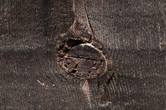 Alte Wand von Brettern schwärzen alten Baumstamm Stockbild