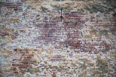 Alte Wand von roten Backsteinen Tapete der gewöhnlichen Gebäudewandbeschaffenheit Lizenzfreie Stockfotografie