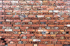Alte Wand von roten briks deckte Hintergrund, regelmäßige Blockbeschaffenheit mit Ziegeln Lizenzfreies Stockbild