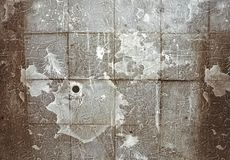 Alte Wand zeichnete mit strukturierten Fliesen im Stil des Dramas Stockbild