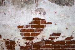 Alte Wandbeschaffenheit des roten Backsteins mit Gips Stockfotos