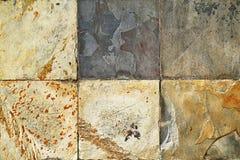 Alte Wandstein Umhüllungs-Fliesenmuster handcraft entworfene Kirchenwand des Fliesenmusterhausdesigns Gebäude von Thailand-Öffent Lizenzfreies Stockfoto