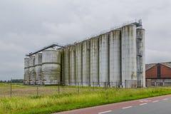 Alte weatrhered Fabriksilos Lizenzfreies Stockbild