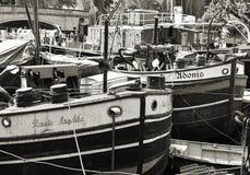 Alte weggeworfene Frachtschiffe Stockfotos