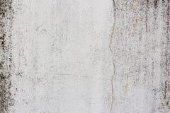 Alte weiß-gemalte Wand mit Form befleckt als abstrakter Hintergrund Stockbild