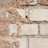 Alte weiße Backsteinmauer Stockfotografie