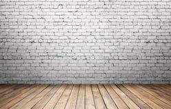 Alte weiße Backsteinmauer und Bretterboden Lizenzfreies Stockfoto