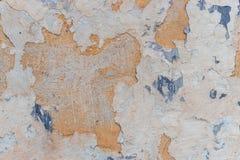 Alte weiße Betonmauer mit Sprüngen Lizenzfreie Stockfotografie