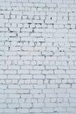 Alte weiße Betonmauer mit Sprüngen Lizenzfreies Stockbild