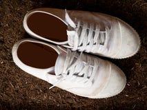 Alte weiße Stiefel Stockbild