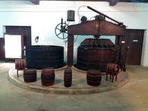 Alte Weinherstellungsmaschine im Jahre 1930 benutzt Lizenzfreie Stockfotografie