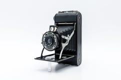 Alte Weinlesekamera auf weißem Hintergrund Stockfotos